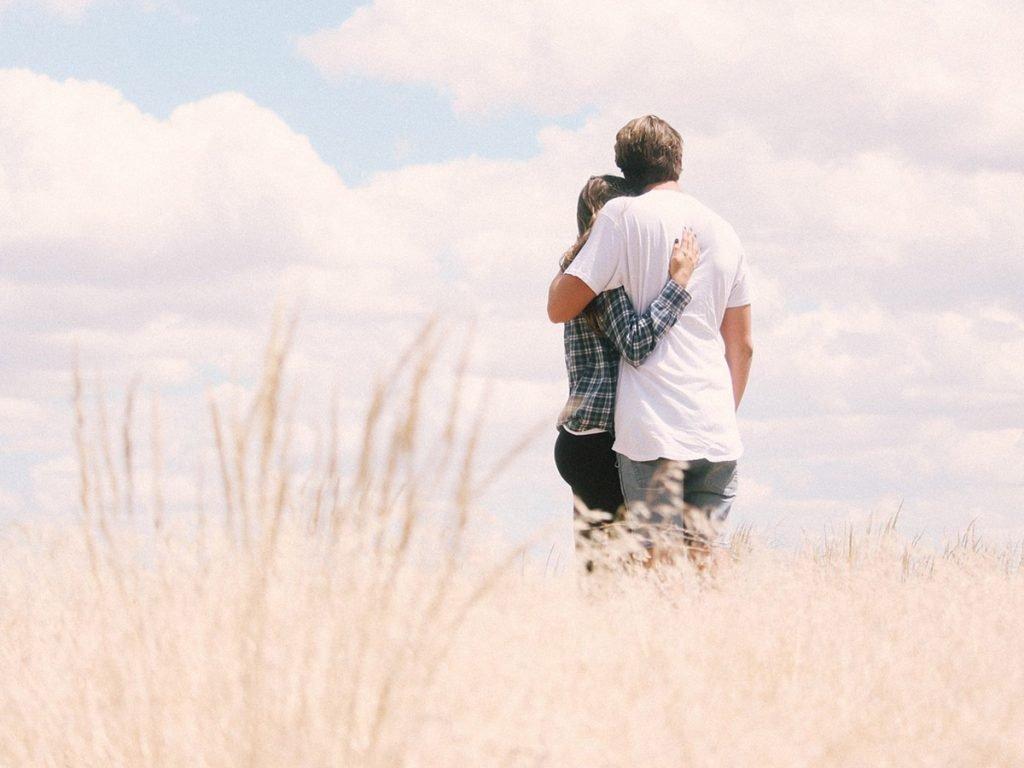 Sevdiklerine bir bak, aralarında sen var mısın?